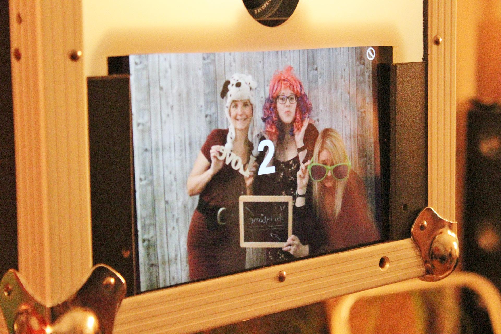 Fotobox / Photobooth mit Accessoires, Sofortausdruck und Online-Fotogalerie